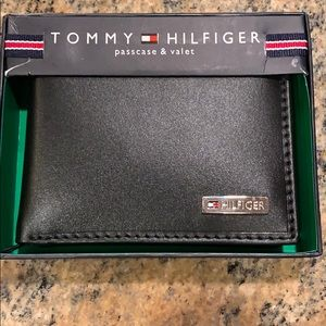 Tommy Hilfiger wallet with valet